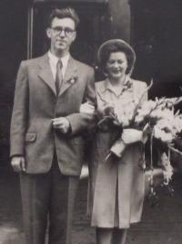 Pavel Machacek a Bozena, wedding photo in 1943