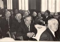 Setkání se spoluvězni v Doře (dole vpravo A. Hnátek)