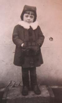 Slavěna Eliášová as a child
