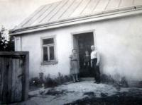 Věra and Alexandr Lucuk with their daughter Slavěna at their house in Podlísky in 1946