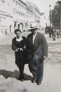 Her mother Kina Bairová with grandfather Bohdan Nedialkov Vasiljev