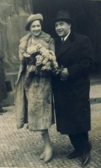 Wedding of the parents - spring 1938
