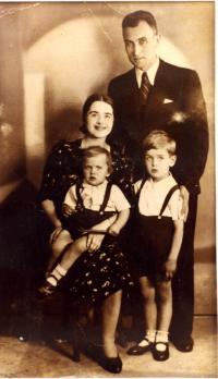 Popovych family. 1939