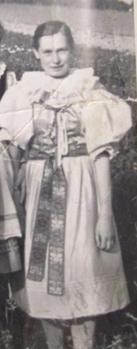 Marie Bednaříková in a folk costume