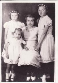 Libuše Hiemerová with her sisters