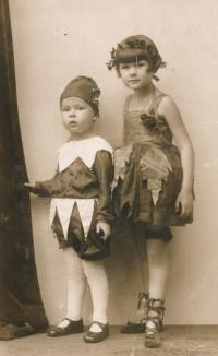 Jan Skopeček se sestrou
