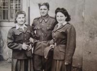 Naděžda Brůhová, unknown soldier, Libuše Maňhalová, 1945