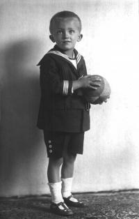 Infant photograph