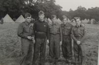 Alexander Burger úplně vlevo, Cholmondeley Park 1940