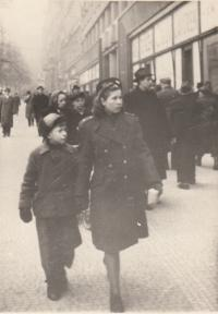 May 1945 - Vanda with her brother Kazimir in Prague - his first walk in Prague