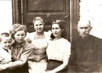 Biněvský family: from the left Kazimír, Vanda, Věra and Růžena Biněvský, Lucián Morozovič