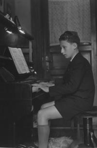 Bohuš Šimsa (Karel Janovický) u piana