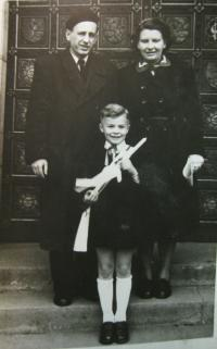 Brother Rudolf and parents Mareška