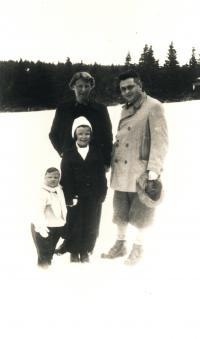 Marie, Otto, Helena and Eva Fischlovi