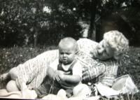 D. Hanauerová with grandson