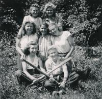 Planting trees (1943)