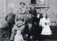 Family of teacher Josef Vlk (1907)
