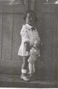 Doris Grozdanovičová during her childhood