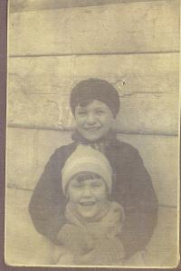Doris Grozdanovičová with her brother