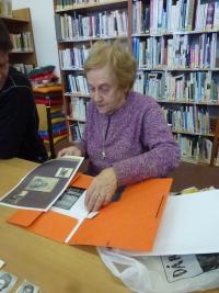 Doris Grozdanovičová is showing the photos