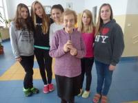 Doris Grozdanovičová with the pupils from primary school Hanspaulka