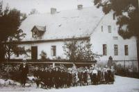 The municipal school in Nové Vilémovice in 1910