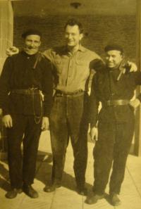 Karel Beránek with chimney-sweeps working in Slovakia (probably in Piešťany)