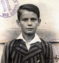 Portrétní fotografie z členské skautské legitimace
