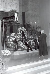 Bohumír Aleš (Axman) at funeral