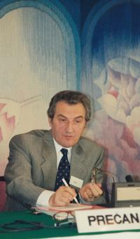 1989; at a conference in Washington, as a clerk