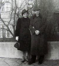 Parents of Milan Uhde, 1938, Brno