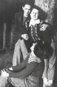 Ladislav Bartůněk with his wife Růžena and friend Zlata in a cottage in the early 1950s