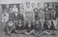 The second grade of elementary school in Šumperk in 1930 (the witness is in the upper row, the third from the right).