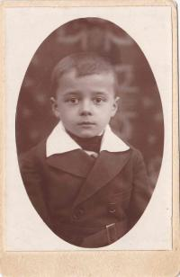 Zoltán Gúth in his childhood in Maglód