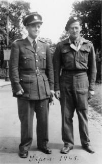 Otto Grant (right) a Jiri Grant, Prague, 1945