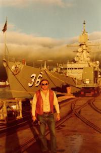 Prohlídka americké letadlové lodi v San Francisco Bay. Stát Kalifornie, San Francisco 1984.