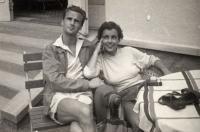 Andrea és Péter Nikolits, 1955