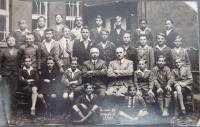 Miroslav Lápka v měšťanské škole v Karlových Varech