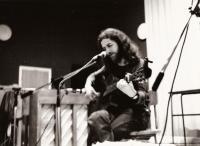 Jaroslav Hutka performs in Sweden, 1979