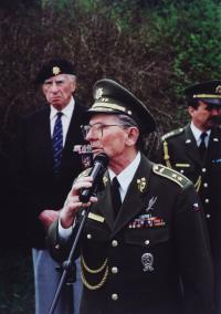 General Antonín Špaček,  Josef Hercz in the back