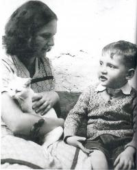 1934, M. Stingl with his mother