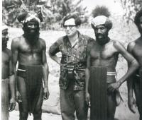 M. Stingl among the members of the Chimbu group in Kundiawa