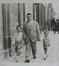 Otto Šimko with his brother as children