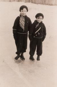 Otto Šimko and his brother Ivan on an Ice rink in Nitra. 1930.