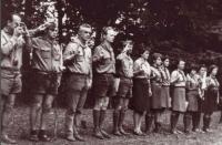 Maják na skautském táboře v roce 1970. Na fotografii zleva: zdravotník Mirek, Akéla, Maják, Vladislav Jech (Kamzík), Eda Marek (Hroznýš), Helena Trnková, manželka Majáka Dagmar, zdravotnice, kuchařka, Eva Jechová