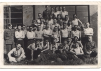 Chejstovský in England 1943 - 1st row standing, 4th from the right