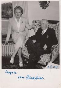 Hana a Edvard Beneš. A dedication written to Fanynka (Mrs. Jeřábková) one day after abdication of the president Beneš, on 8.6.1948