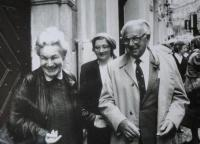 Ruth Hálová with Nicolas Winton