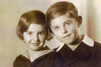Eva and her brother Petr Ginz - 1935
