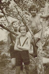 Ruth with brother Hans and cousin Maud - 1935
